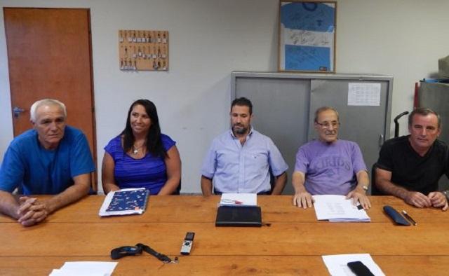 Mignes secundado por profesores y miembros de comision directiva
