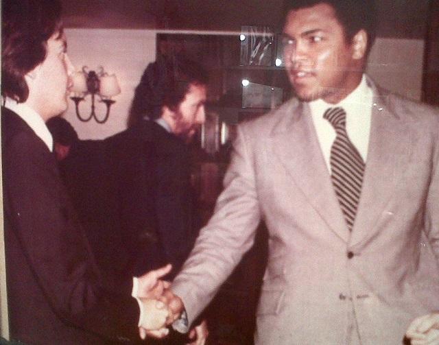 Mohammad Alí en El Gráfico, 1979, saludado por Guillermo Blanco